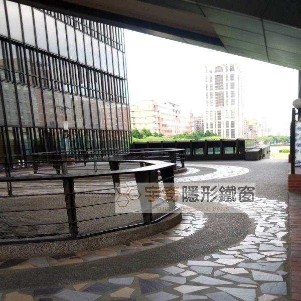 台北大學 – 設置隱形鐵窗作為防墜網、天井安全網